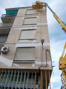 Rehabilitación de fachada en edificio afectado por el terremoto de Lorca.